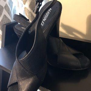 Aerosoles very comfy/ small heel